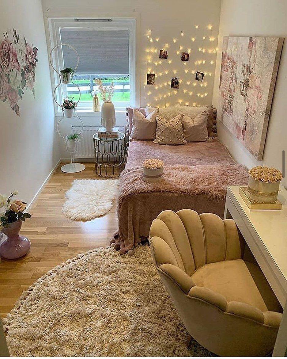 "F A S H I O N on Instagram: ""Cozy 😍 . . #interior #interiordesigner #interiordecor #interiorstyling #interiordesign #bedroom"""