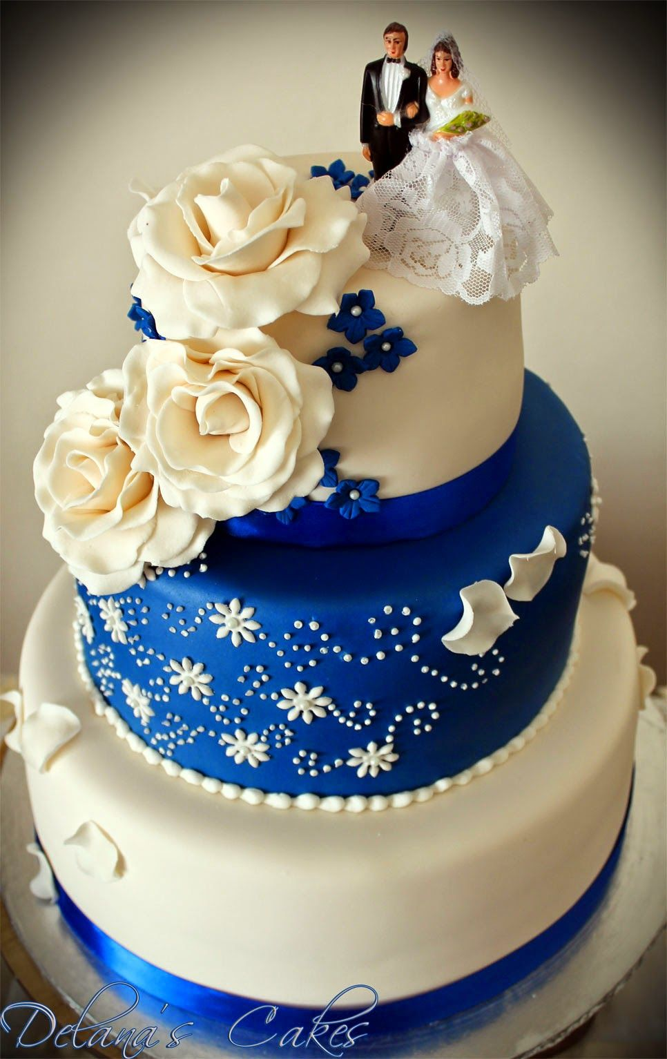 This Is The Kind Of Cake I Want At My Wedding Royal Blue Wedding Cakes Wedding Cakes Blue Silver Wedding Cake