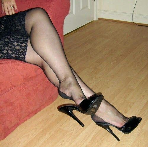 pin von olda auf mules pinterest beine schuhe high heels und sch ne hintern. Black Bedroom Furniture Sets. Home Design Ideas
