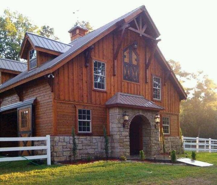 15 Spectacular Rustic Exterior Designs That You Must See: Love The Idea Of A House That Looks Like A Barn.