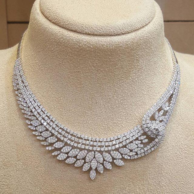 طقم ذهب ابيض مجوهرات البخاري مجوهراتي أناقة ذهب مكة المكرمة الماس الالما Bridal Diamond Necklace Design Diamond Necklace Designs Womens Diamond Necklace