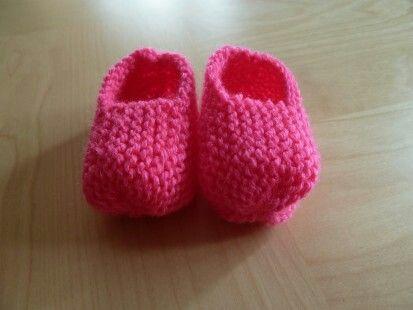 Chausson bébé tricoté et fait main bu crea lea tricot dispo sue http://crea-lea-tricot.alittlemarket.com