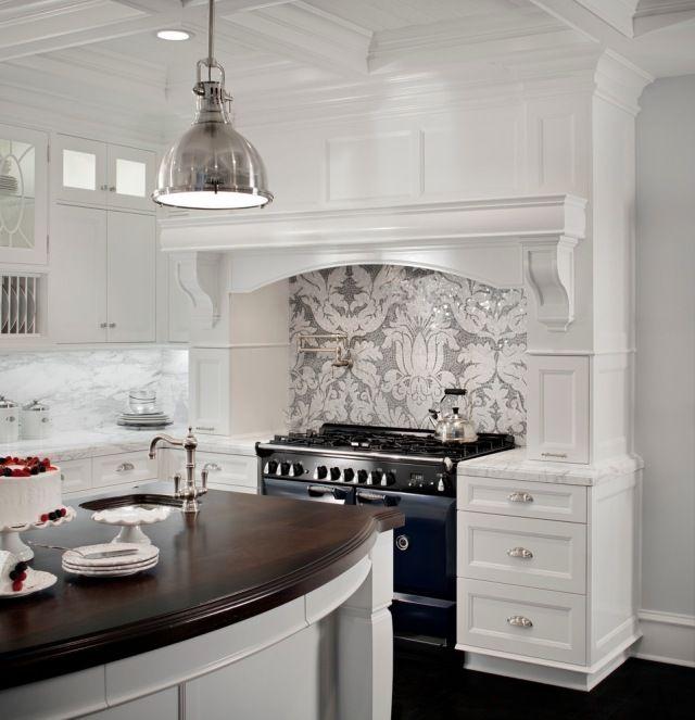 ideen zum versch nern der k chenw nde spritzschutzwand verkleidung mit tapeten amazing. Black Bedroom Furniture Sets. Home Design Ideas