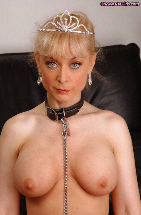 Mature milf cougar beach