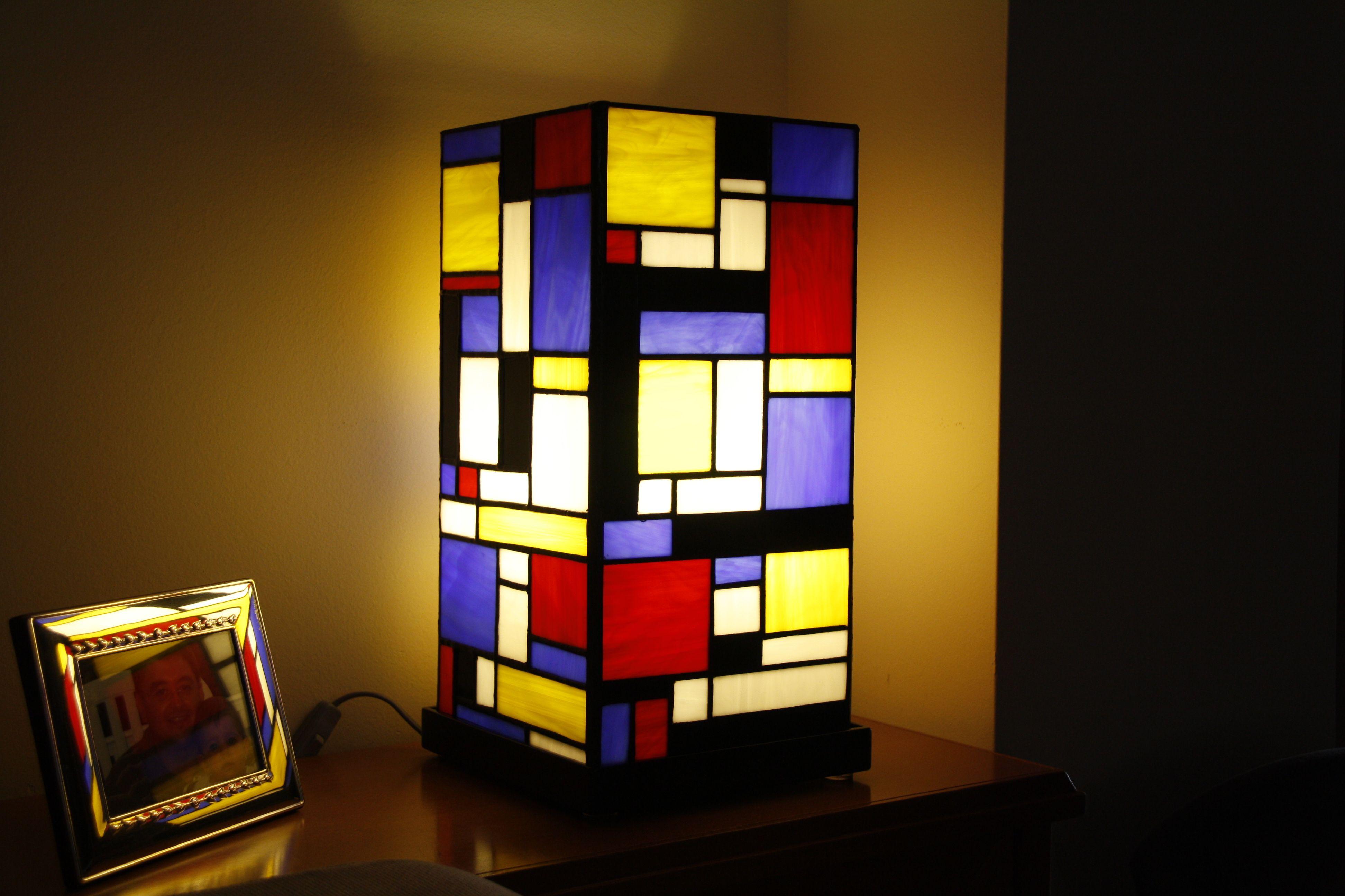 L Mpara Inspirada En Los Cuadros De Piet Mondrian
