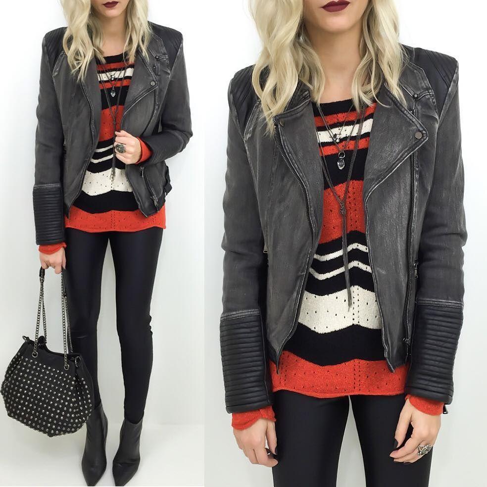 Alguns detalhes que fazem a diferença: calça disco pants  casaco em tricô  jaqueta  colar longo  bolsa com taxas.  ____________________________  http://ift.tt/1ZUV6S9.  Whats (47) 99531716.  Solicite mais informações e orçamento. ____________________________ #Moda #tendência #instastyle #lookoftheday #lojaonline #instafashion #instamodajovens #modaparameninas #flaviachristina