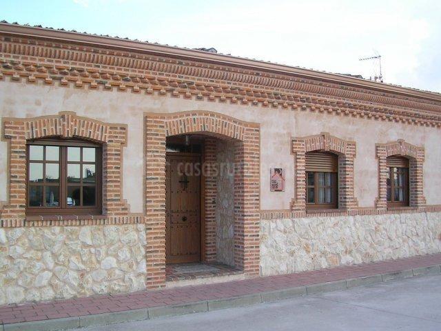 Great Tb_Fachada De La Casa Que Combina Piedra, Ladrillos Y Pared Lisa  (640×480)
