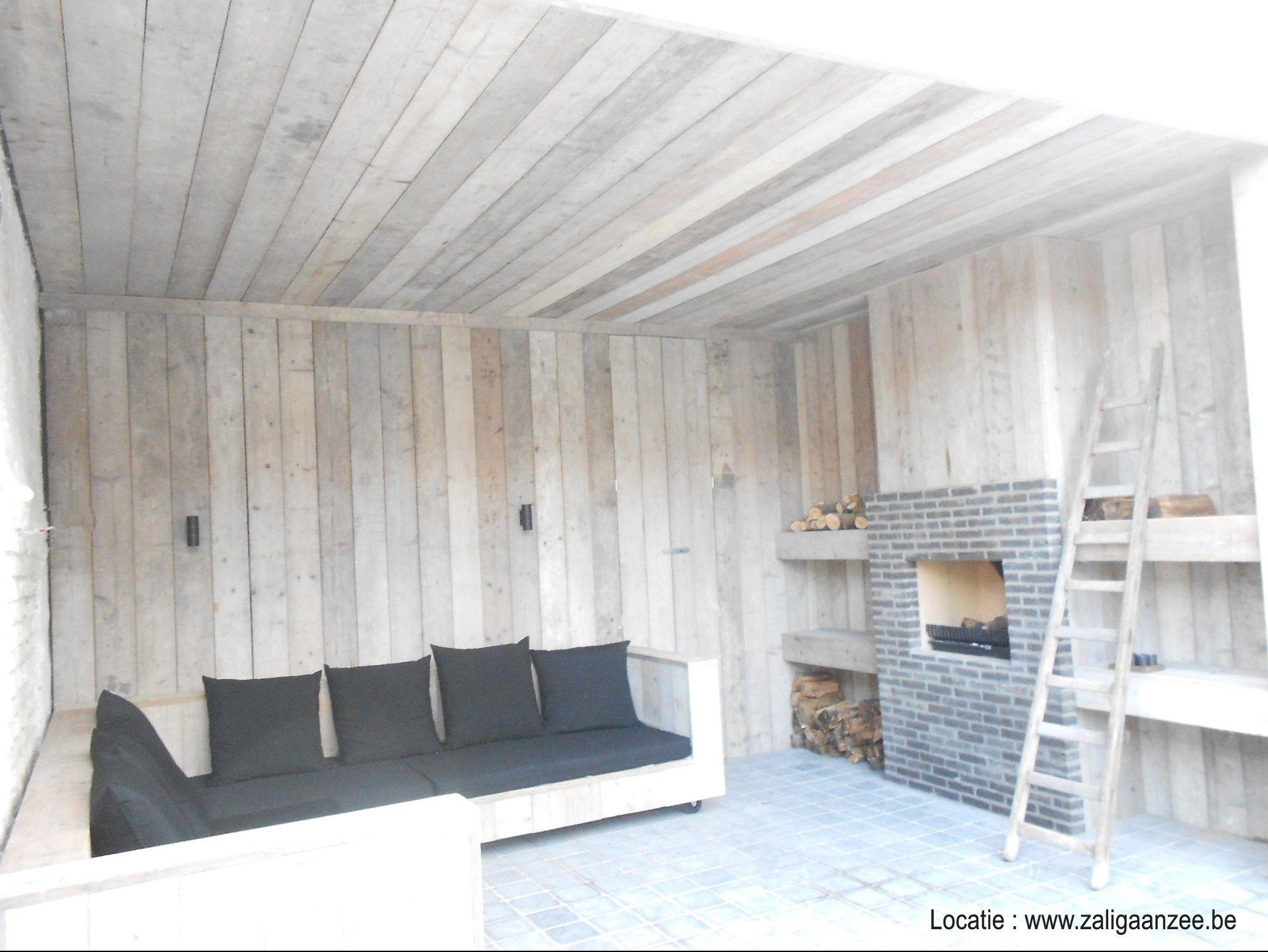 Loungehoek in steigerhout met heerlijke kussens en for Jardin al aire libre de madera deco