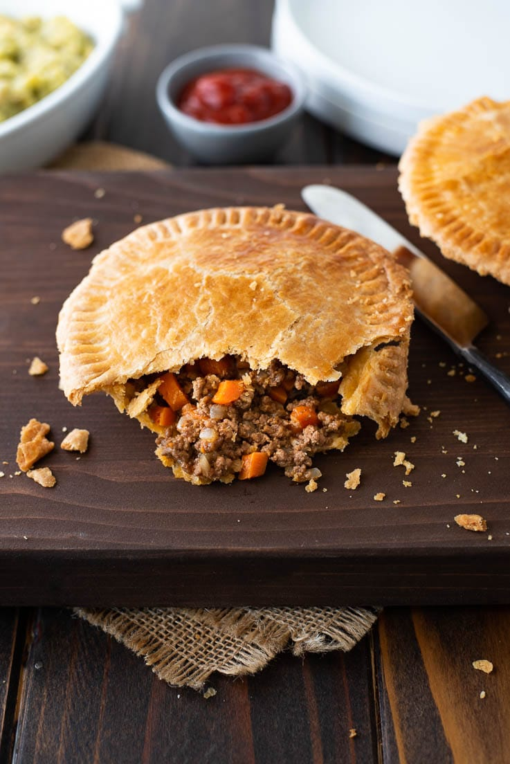 Minced Beef And Onion Pies Recipe In 2020 Onion Pie Mince Beef Beef And Mushroom Pie