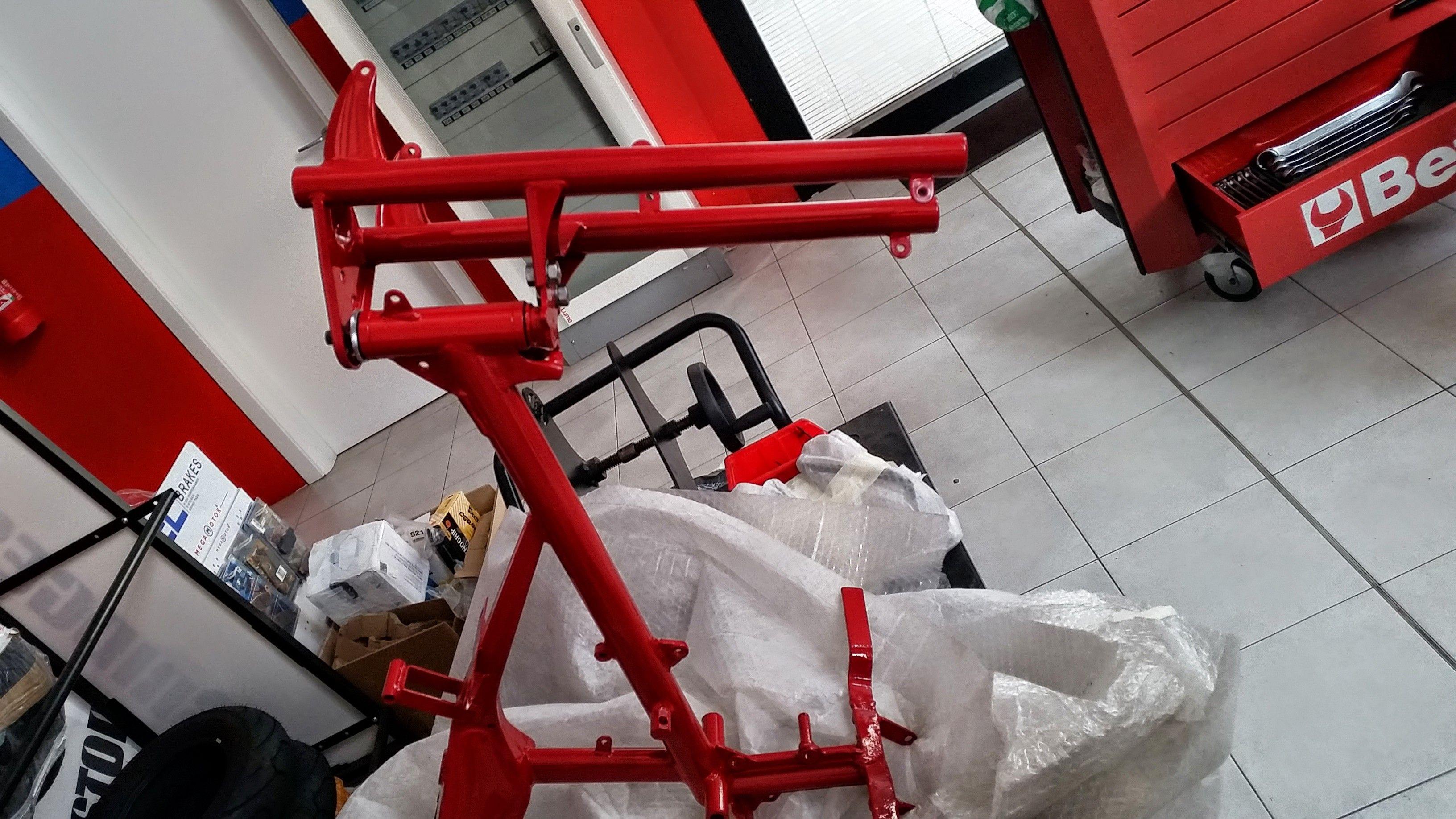 Moto Guzzi Motoleggera 65 in fase di restauro completo