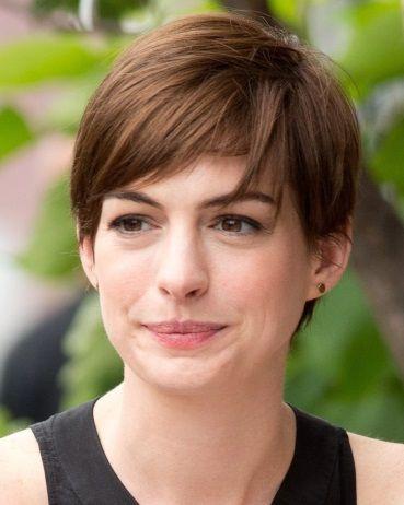 Dark Deep Winter Anne Hathaway Anne Hathaway Hair Short Hair Styles Round Face Haircuts
