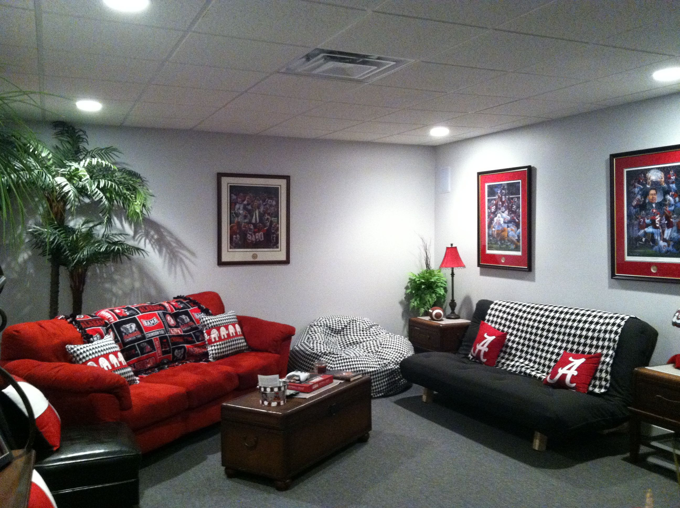 AWESOME Alabama Room SellWithSusanne RoomAlabama DecorFootball