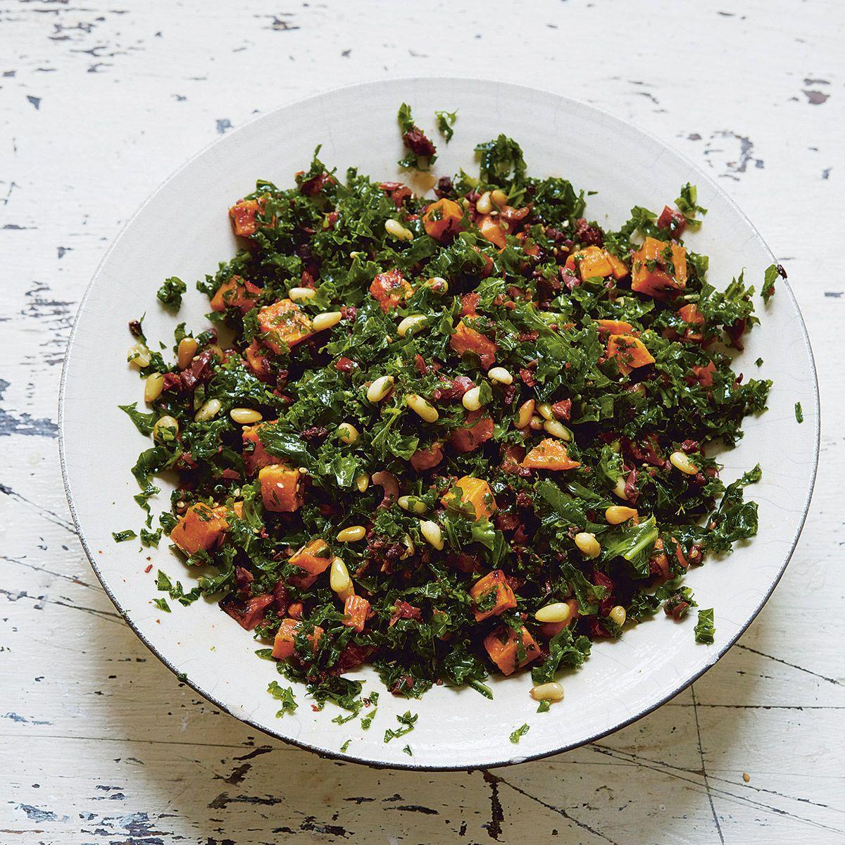 rezept von ella mills gr nkohlsalat mit getrockneten tomaten oliven und s kartoffeln. Black Bedroom Furniture Sets. Home Design Ideas