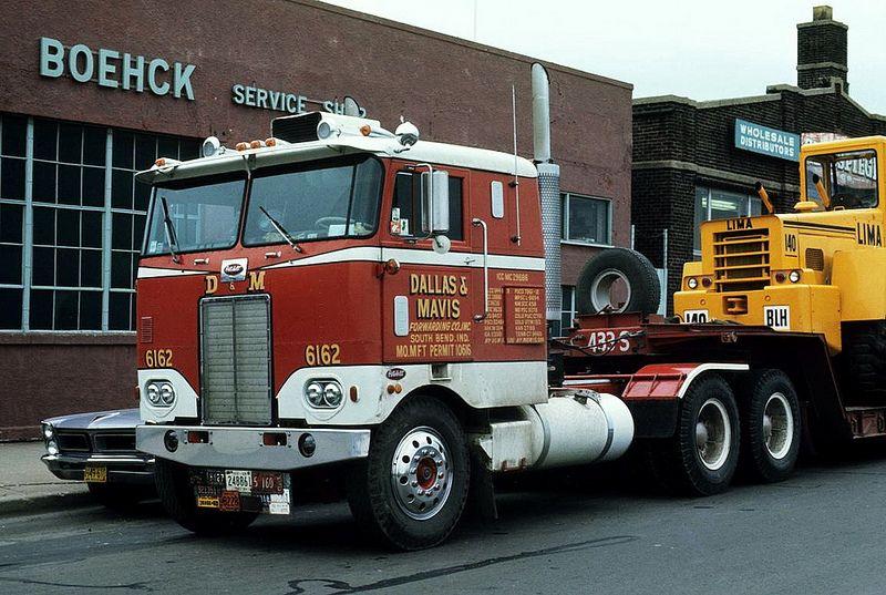One Pretty Pete Peterbilt Trucks Peterbilt Big Rig Trucks