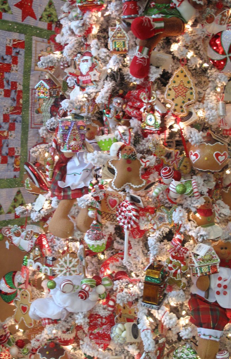 Gingerbreadtree | Gingerbread christmas tree, Gingerbread ...