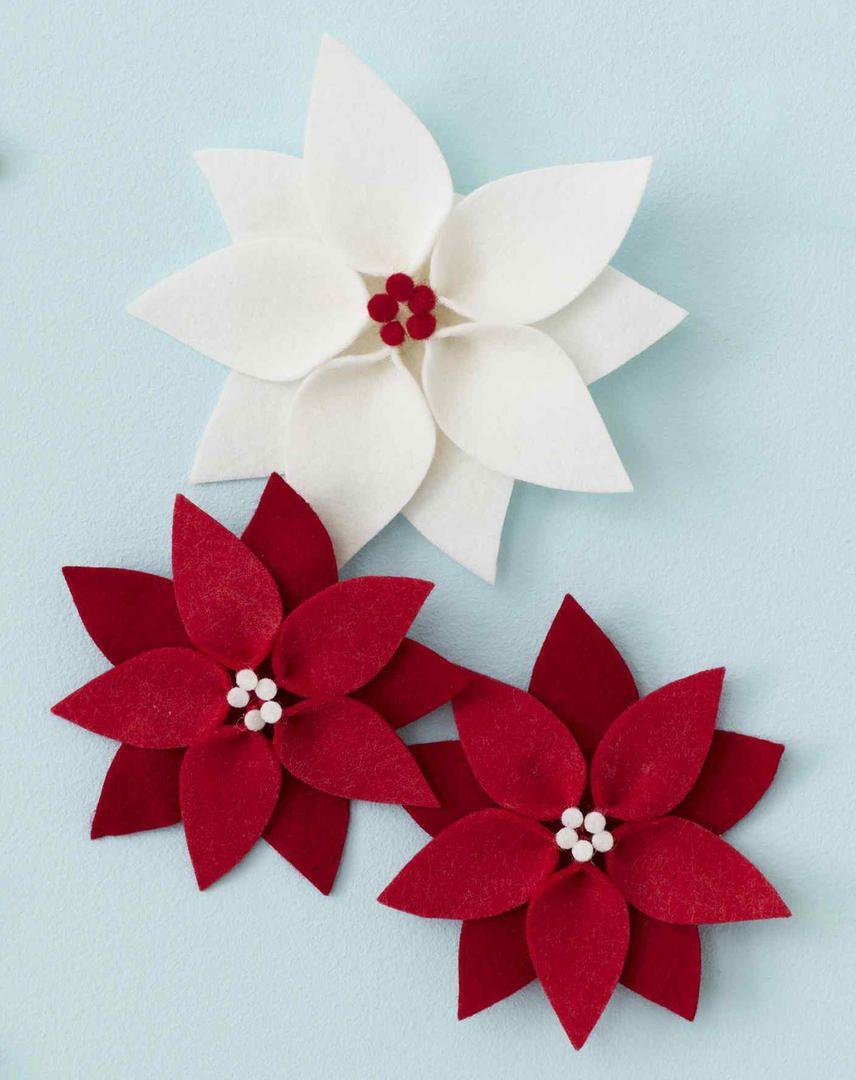 Easy DIY Felt Poinsettia Christmas Ornament #feltchristmasornaments