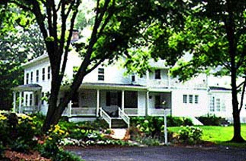 Longwood Country Inn in Woodbury, Connecticut | B&B Rental