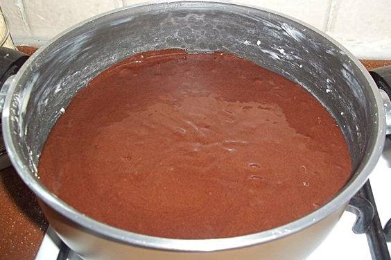 Pişmeye bıraktığınız kek 20- 30 dakika sonra yavaş yavaş olmaya başlamıştır.Bıçak ya da kürdan testi yapıp kekin pişip pişmediğine bakın.