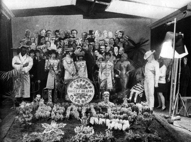 Resultado de imagen para Sgt. Pepper's Lonely Hearts Club Band BACKSTAGE