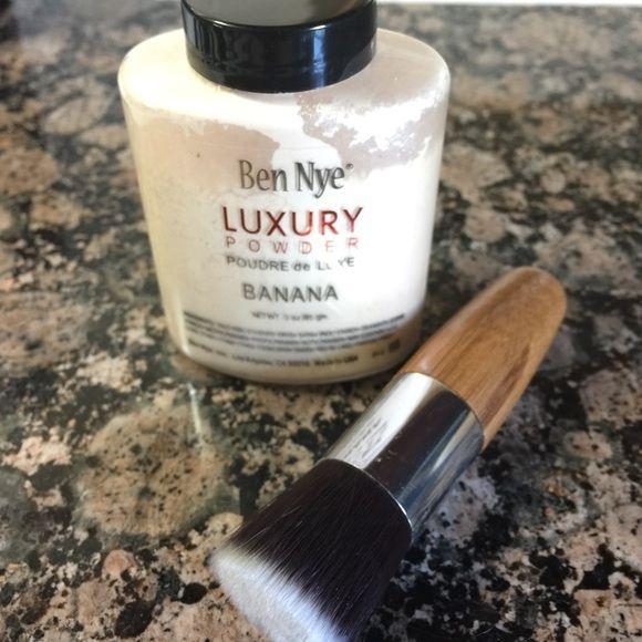 Ben Nye Banana Powder 3oz & Kabuki Brush Amazing under eye corrector powder! Great for contouring and highlighting face like Kim K. Sealed! 3oz Kabuki brush made of Bamboo and synthetic. Great for contouring Ben Nye Makeup Face Powder