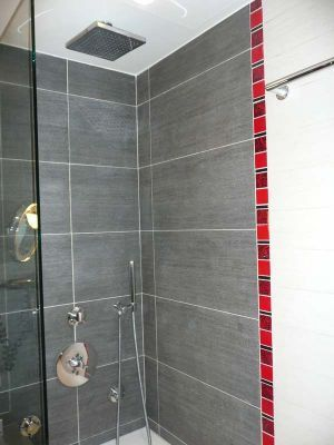 idée décoration salle de bain rouge et gris | décoration salle de