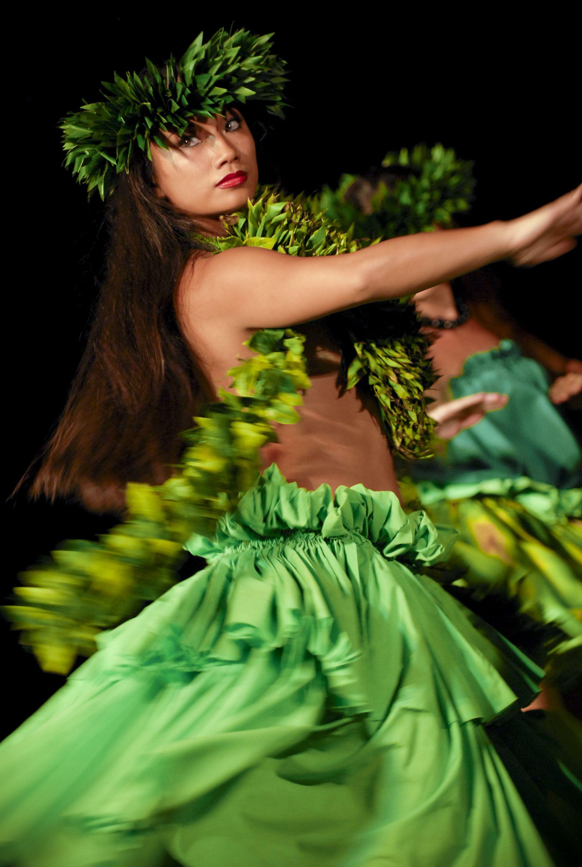 a88686f8d66c Traditional Hawaiian dances during the Old Lahaina Luau in Maui ...