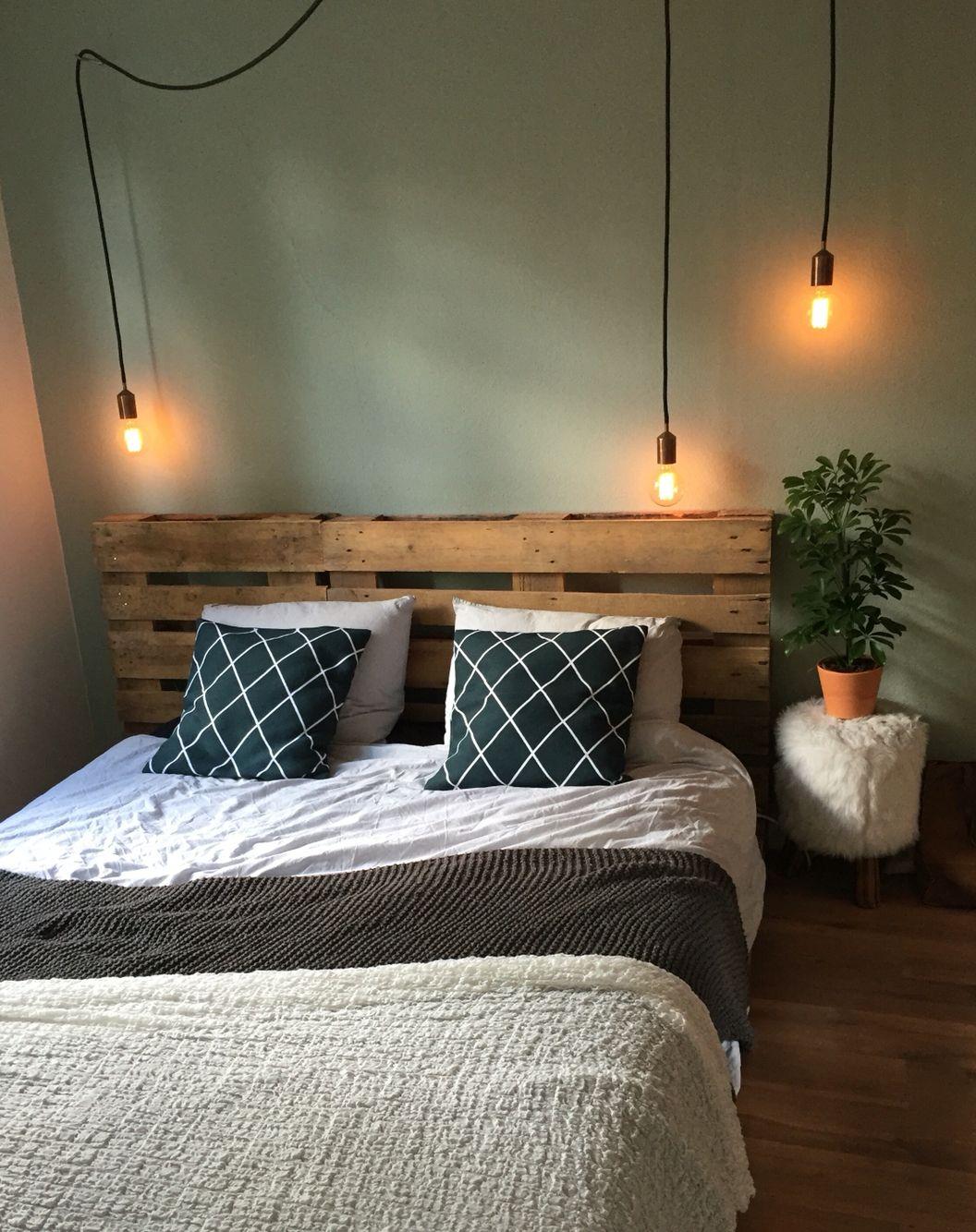 Slaapkamer, bed, sleepingroom, green wall, lampjes, slapen, bed van ...