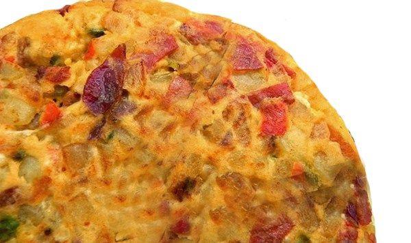 La tortilla del Sacromonte es muy popular en la gastronomía andaluza, concretamente en la cocina granadina, conoce como preparar la receta paso a paso.