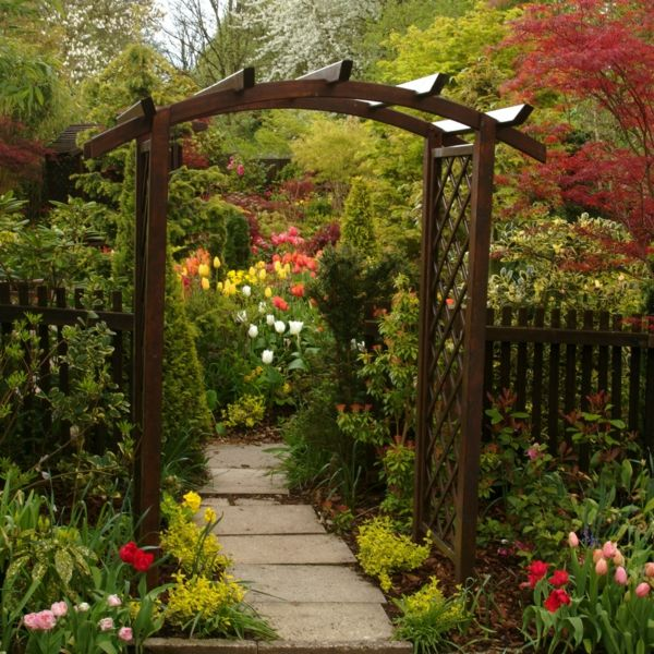 Garten Ideen Gartengestaltung Pergola Holz Rosenbogen Gartenzaun Gehweg