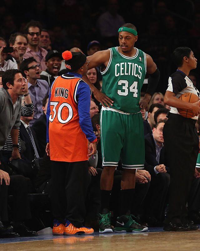 classic fit dc504 2b143 Spike Lee wearing Nike Foamposite Knicks