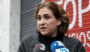 Ada Colau denunciada por coacciones y amenazas en los escraches