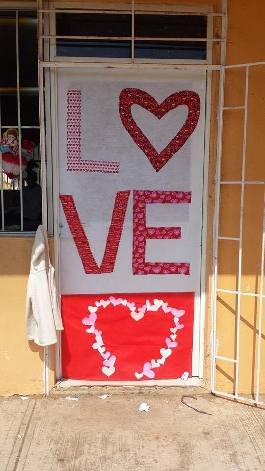 Decoracion dia del amor y dela amistad 21 14 de for Decoracion de puertas de san valentin