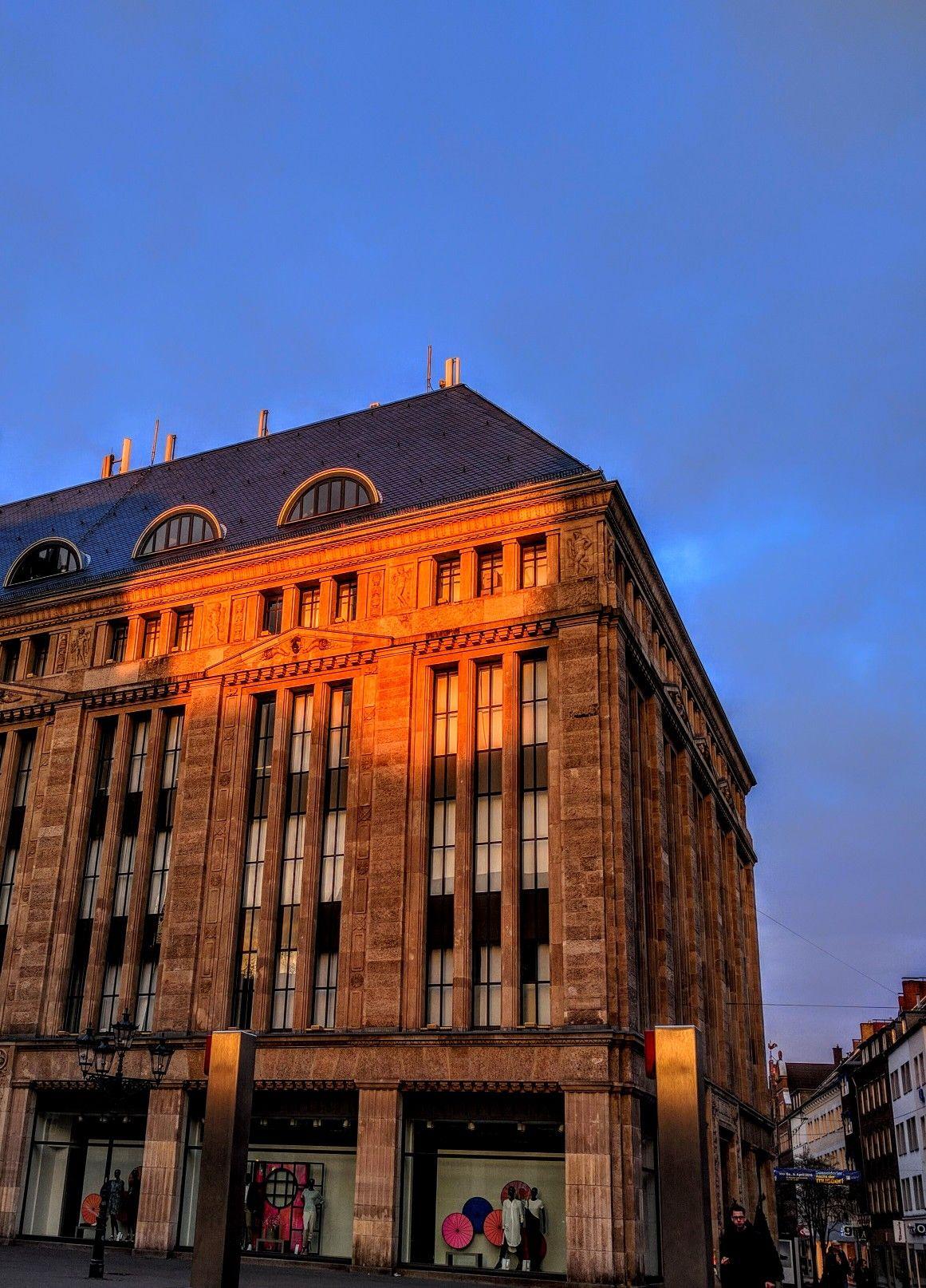Morgens Um Halb Sechs Am Heinrich Heine Platz Dusseldorf