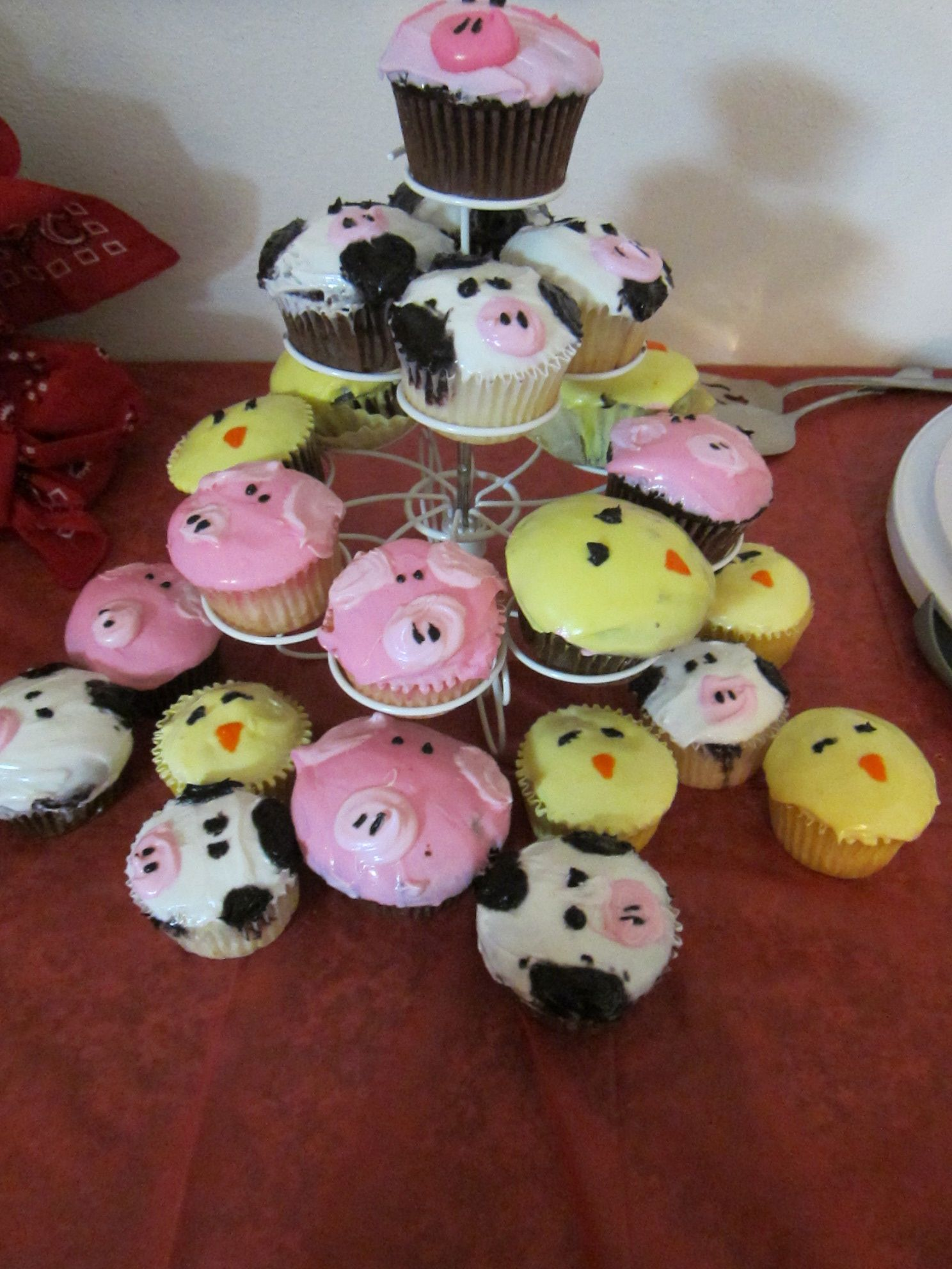 farm party- pig, cow, chick cupcakes