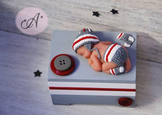 Boîte à souvenirs de bébé, bas de laine, rouge gris blanc, tricot