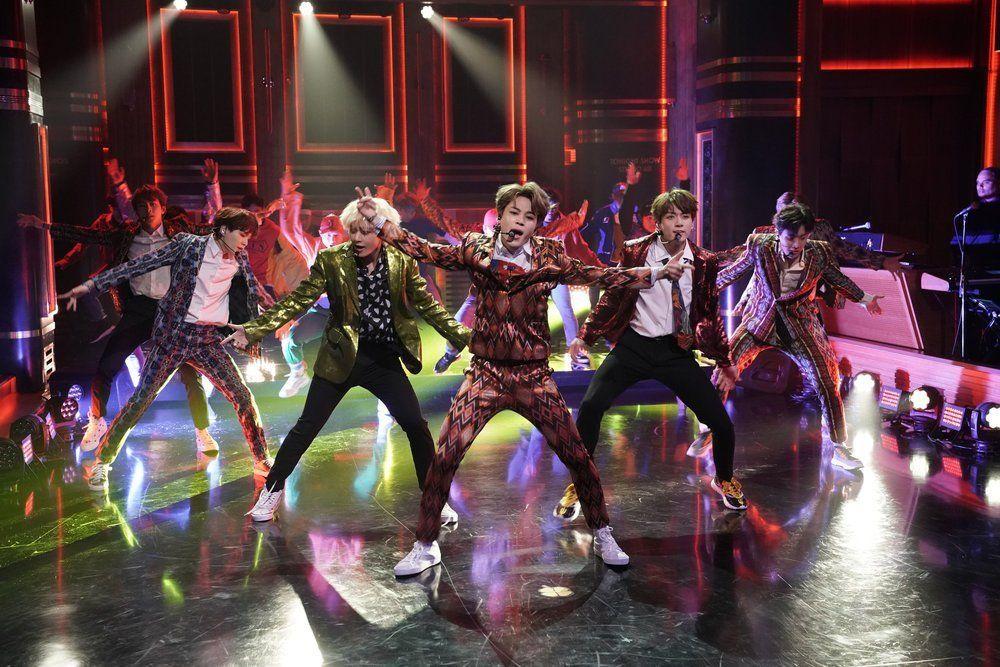 The Tonight Show Starring Jimmy Fallon Idol Btsonfallon Bts Bangtan Jimin Taehyung Jungkook Jhope Suga Jin Rapmonster Jimmy Fallon Concert Bts