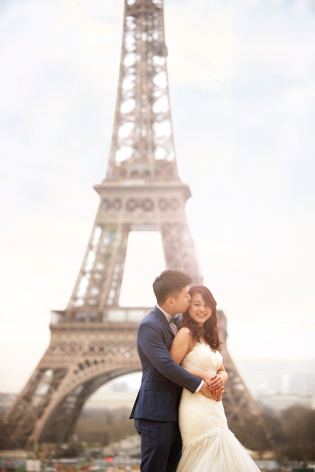Paris Pre Wedding Photography For Singapore Couple At Eiffel Tower And Palais Royale Arnel Onethreeonefour Pre Wedding Photoshoot Prewedding Photography Pre Wedding