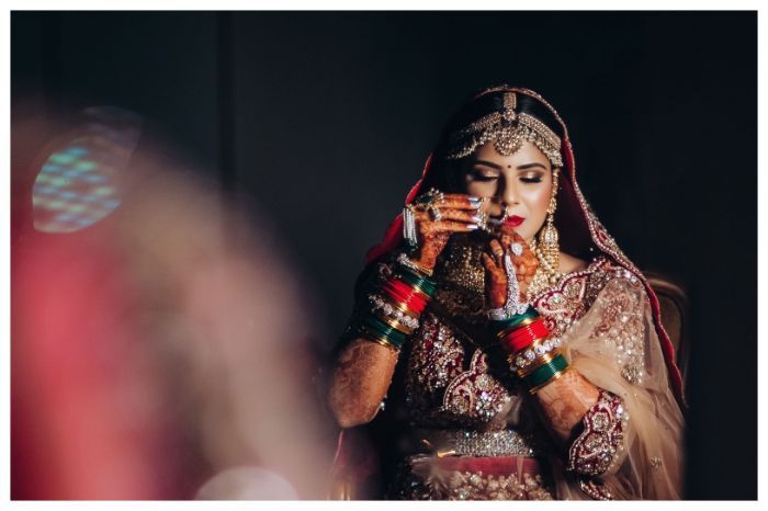 How to Pose for a Beautiful Bridal Portrait    Red Veds Photography #bridalportraitposes