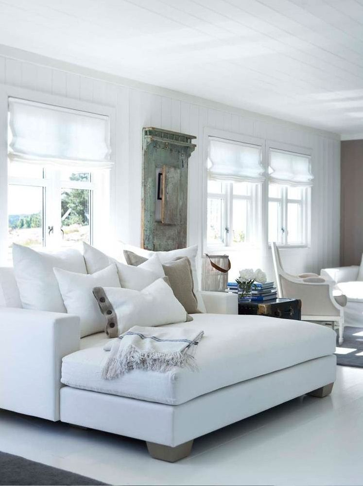 White And Cozy Day Bed Decor Home Home Living Room