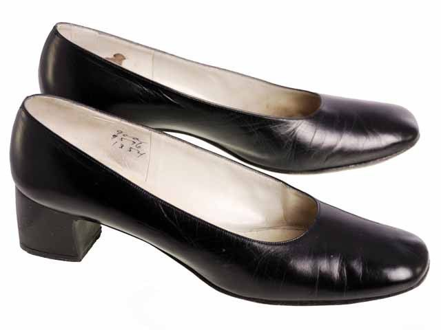 423048e69824 Classic vintage womens black leather medium heeled shoes with squarish toes and  leather soles. They are from Bonwit Teller in Boston .