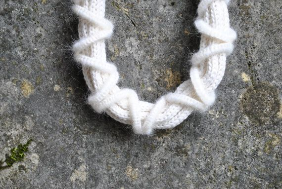 Crochet necklace / White cashmere / Knit by AliquidTextileJewels, €50.00