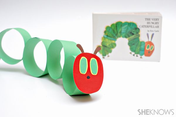 ganz einfach aus Toilettenpapierrollen/ early finishers....Very hungry caterpillar craft for kids