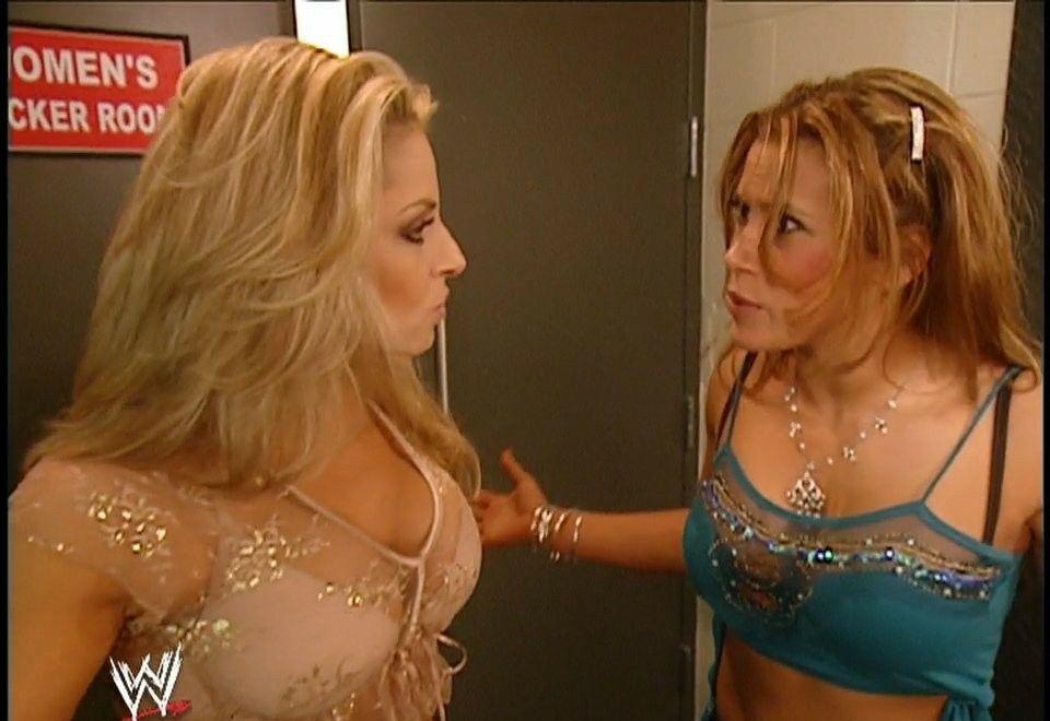Trish Stratus & Mickie James chatting backstage of Monday Night Raw