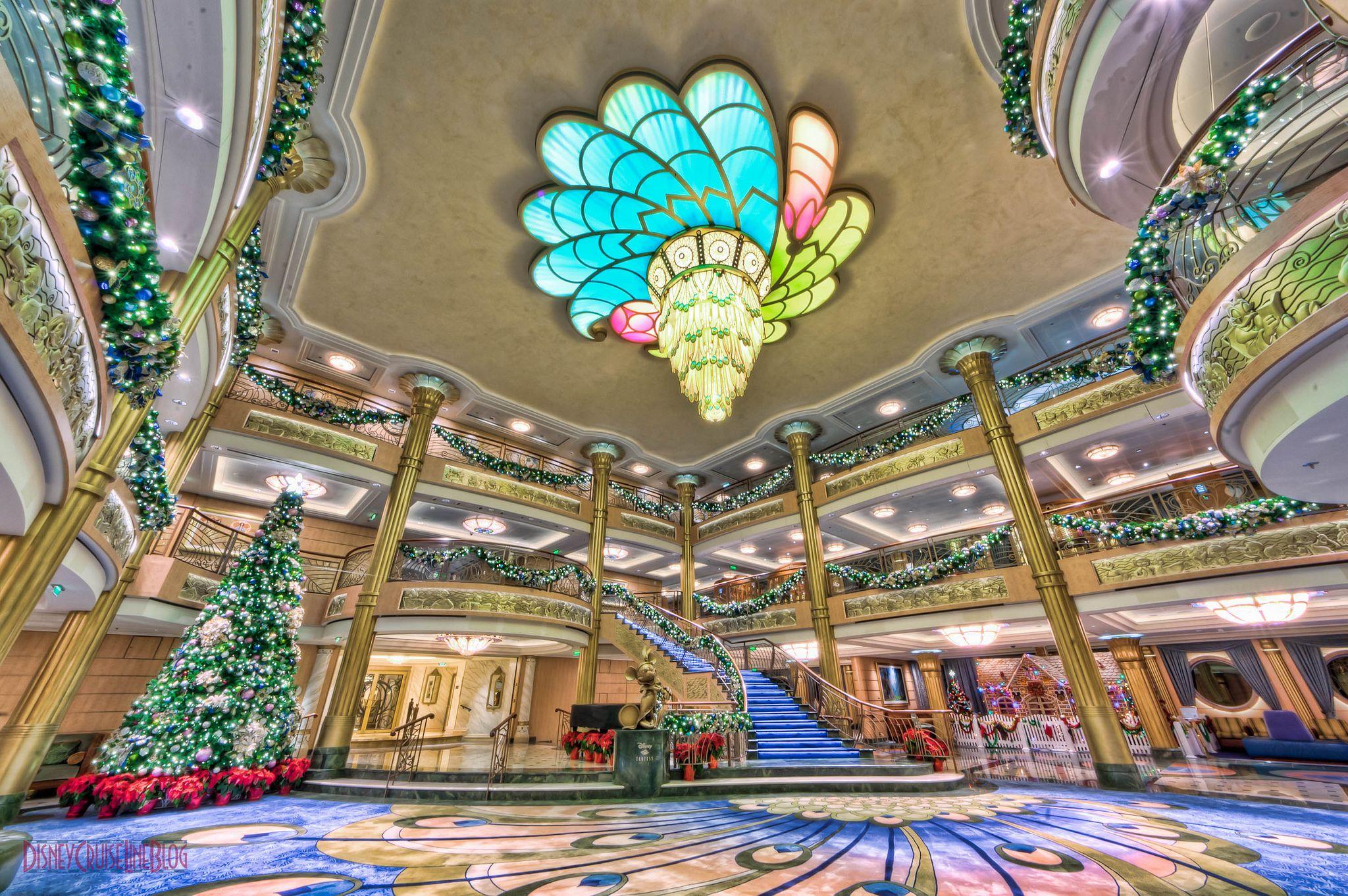 Disney Fantasy Atrium Lobby Christmas Decorations(画像あり)