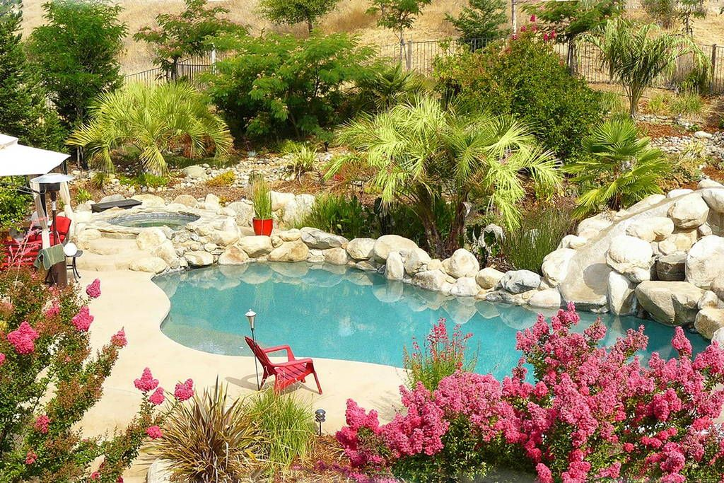 Apartment in Atascadero, United States. This 500 sq ft detached studio is in a quiet rural neighborhood in wine country and only 20 minutes from the coast. Enjoy a 5 acre retreat off the beaten path with this private pool oasis and use the jacuzzi/pool with the backdrop of a subtropical... - Get $25 credit with Airbnb if you sign up with this link http://www.airbnb.com/c/groberts22