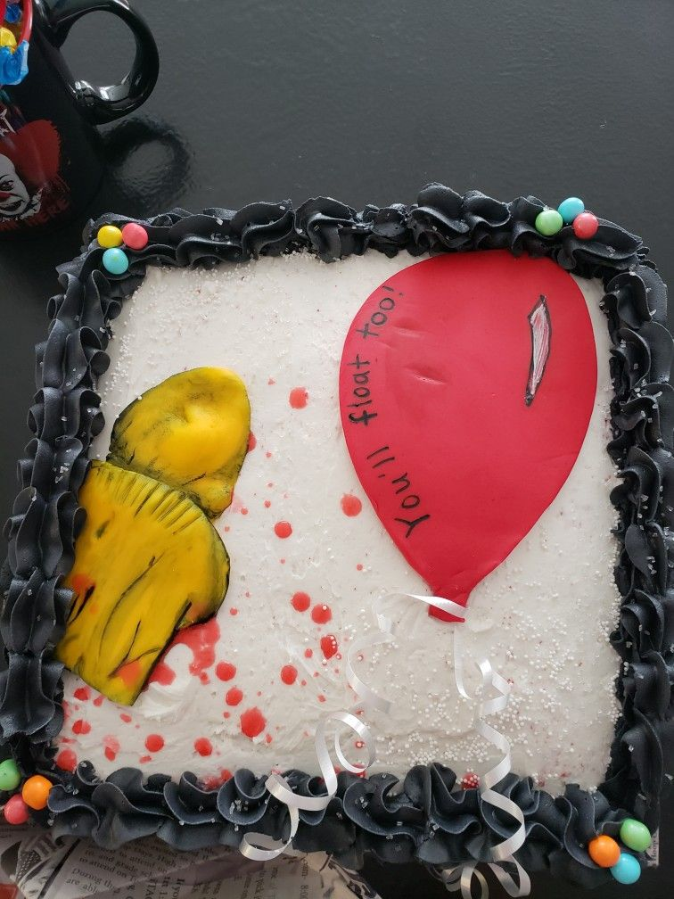 """""""It"""" Pennywise inspired cake with buttercream icing and"""