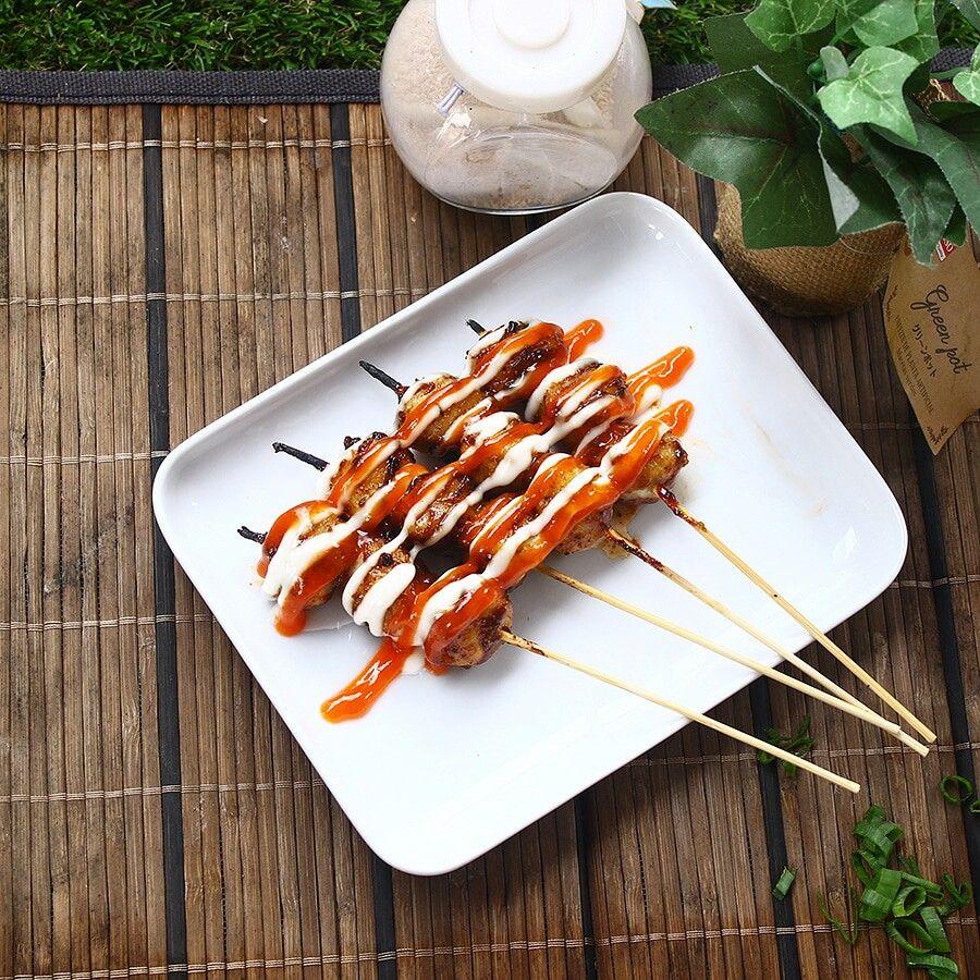 Daddys Bakso Bakar Cita Rasa Saus Oles Lada Hitam Khas Jepang Yang Sangat Pedas Dipadukan Dengan Lembutnya Tekstur Bakso Makanan Makanan Enak Makanan Jepang