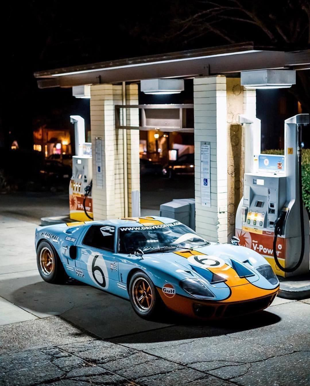 Gas Up Ford Gt40 Ford Gt40 Ford Gt Classic Cars