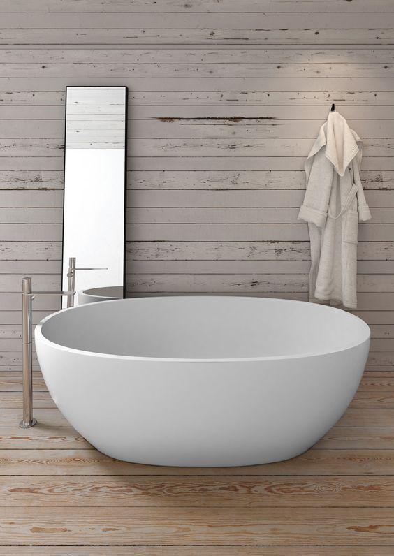Che ne dici di una bella vasca a vista? Un elemento perfetto ...