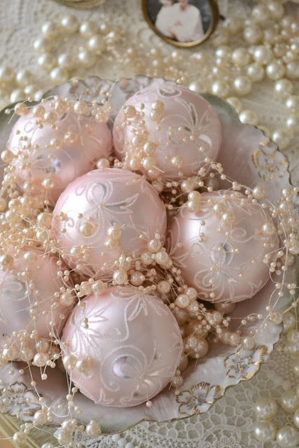 Utterly gorgeous pale pink Christmas decor, complete with ivory pearls.
